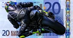 20 EURO (driver Photographer) Tags: 20€ 摩托车,皮革,川崎,雅马哈,杜卡迪,本田,艾普瑞利亚,铃木, オートバイ、革、川崎、ヤマハ、ドゥカティ、ホンダ、アプリリア、スズキ、 aprilia cagiva honda kawasaki husqvarna ktm simson suzuki yamaha ducati daytona buell motoguzzi triumph bmv driver motorcycle leathers dainese motorcyclist motorrrad