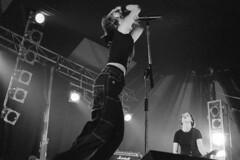 Krezip, Elastiek Muziek 1999 (Eric Böhm) Tags: marshall rock live krezip 1998 film kodak tmax nikon f90 hilvarenbeek tilburg elastiekmuziek stage guitar singer girl dutch music livemusic concert liveconcert