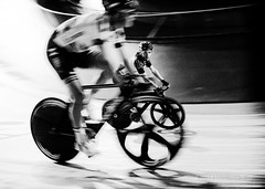 Cat & Mouse - 6 Day London (1130) (Malcolm Bull) Tags: 201810281130edited1web include mono six 6 day london cycling velodrome lee valley