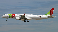 CS-TTZ 2018-06-09 BCN (Gert-Jan Vis) Tags: csttz embrear emb emb195 tap airportugal barcelona tapexpress 19000628