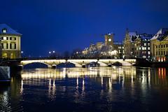Münsterbrücke (RS_1978) Tags: nacht zürich fluss winter schweiz gewässer stadt sony sonyalpha7rii brücke acqua bridge city eau ilce7rm2 night notte nuit river rivière wasser water ch batis240cf