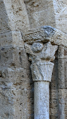 CORTS - CAPITELL ENTRADA ESGLÉSIA (Joan Biarnés) Tags: corts capitell capitel església iglesia pladelestany girona catalunya 294 panasonicfz1000
