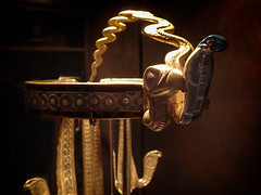 one of the king's diadems bearing the head of a vulture and serpent 18th dynasty New Kingdom Egypt (mharrsch) Tags: kingtut tutankhamun artifact treasure exhibit tomb egypt 18dynasty newkingdom discoveryofkingtut omsi oregonmuseumofscienceandindustry portland oregon mharrsch