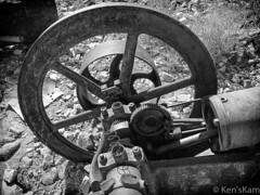 Abandoned Machine - Monochrome (Ken'sKam) Tags: abandoned machine rusty joshuatreenp joshuatreenationalpark california desert contactmine contactminetrail monochrome blackandwhite bw