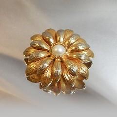 Flower Brooch. Gold Pearl Flower Brooch.  Faux Pearl Gold Spring Flower Blossom Pin. waalaa. (waalaa) Tags: etsy vintage antique shopping jewelry jewellery gifts wedding