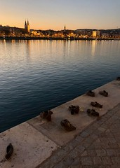Shoes on the Danube Bank (RobW_) Tags: shoes memorial danube budapest hungary amaviola 16nov2018 november 2018
