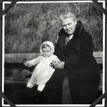 A2-337 Barfüßer Album, Haus Hainstein Familienfotos, 1920-1940 thumbnail