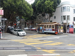 201809063 San Francisco Nob Hill Cable Car (taigatrommelchen) Tags: 20180939 usa ca california sanfrancisco nobhill icon urban city railway railroad mass transit tram train street