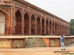 new delhi 2017 (gerben more) Tags: tomb tombe newdelhi delhi man beard monument arch architecture india
