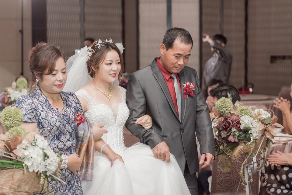台南東東宴會式場 婚宴 走在幸福的紅毯上 R & B 110