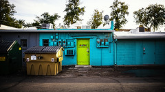 scottsdale 02466 (m.r. nelson) Tags: mesa arizona az america burnside35 lensbaby southwest usa mrnelson marknelson markinaz streetphotography urban newtopographic urbanlandscape artphotography thewest wildwest documentaryphotography people color colorpotography farbstoffe farbe