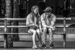 Two on a bench in Kungsträdgården, Stockholm Sweden 10/8 2017. (photoola) Tags: stockholm street kungsträdgården sv bänk par bench photoola sweden monochrome blackandwhite couple pair