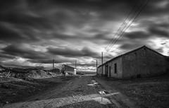 Abandono. (Amparo Hervella) Tags: oterodesariegos zamora españa spain puebloabandonado paisaje nube coelo monocromo bw casa charco largaexposición d7000 nikon nikond7000