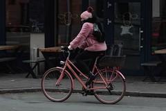 Almrausch | Think Pink! (picsessionphotoarts) Tags: bayern bavaria deutschland germany franken franconia nikon nikonphotography nikonfotografie nürnberg nuremberg nikond850 festbrennweite primelens streetportrait downtown afsnikkor85mmf18g streetphotography moments snapshot schnappschuss almrausch bike fahrrad rosa pink thinkpink purple
