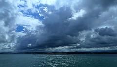 Remolcador (alfonsocarlospalencia) Tags: remolcador espera bahía santander celaje mar agua azul blanco nubes contraluz el puntal brillo verde belleza dunas 3d somo luz