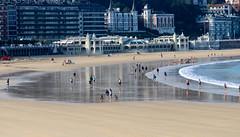 Setembre_0105 (Joanbrebo) Tags: laconcha playa platja beach gente gent people donostia sansebastián guipúzcoa españa canoneos80d eosd autofocus efs55250mmf456isstm contactgroups