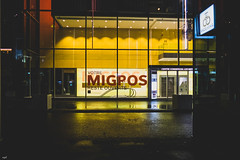 Votre Migros reste ouverte. (axel274) Tags: canon g5x lausanne nacht night nuit powershot suisse vaud flon