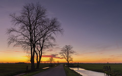 Sunset in the Alblasserwaard. (Wim Boon Fotografie) Tags: wimboon canoneos5dmarkiii canonef2470mmf28liiusm alblasserwaard holland leefilternd06hardgrad alblaserwaard nederland netherlands sunset