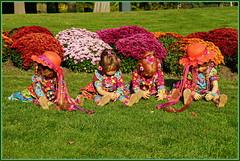Vorsicht ... die Neugierigen kommen ... (Kindergartenkinder 2018) Tags: schloss arcen kindergartenkinder annemoni milina sanrike tivi