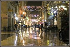 BORDEAUX by night ! (Les photos de LN) Tags: bordeaux portdelalune gironde nouvelleaquitaine pluie lumière illuminationsdenoël ruestecatherine promeneurs