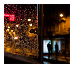 nuit pluvieuse (Marie Hacene) Tags: strasbourg alsace pluie bus arrêt station silhouette nuit night