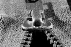 Tête de zip (domiguichard) Tags: métal couture zip fermetureéclair