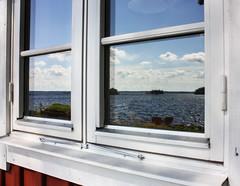 Schweden 08 002-1 (Andre56154) Tags: schweden08 schweden sweden sverige fenster window see lake spiegelung reflection himmel sky wolke cloud