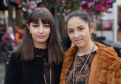 2 meisjes in de stad (e³°°°) Tags: meisje warmwelkomweekend mechelen mademoiselle mädchen meisjes model women girls glimlach gorgeous fille face femme ladies modeshow fashion fashionshow femmes