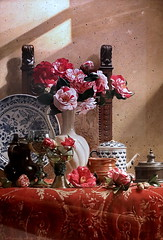 IMG_6184F Toshiro Aoki Camélias, tasse de roemer, plat bleu sous verre  Camellias, roemer cup, under glass blue dish 2009 Barcelone Musée Européen d'Art Moderne.(MEAM) Exposition temporaire sur le réalisme japonais contemporain (Hoki Museum) (jean louis mazieres) Tags: peintres peintures painting musée museum museo espagne spain espana barcelone barcelona museueuropeudartmodern meam
