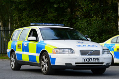 YX07 FYR (S11 AUN) Tags: humberside police volvo v70 t5 traffic car roads policing unit rpu 999 emergency vehicle trafficmanagement yx07fyr