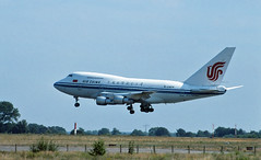 Berlin SXF 1992 Boeing 747 SP Air China (rieblinga) Tags: berlin sxf schönefeld 1992 boeing 747sp air china 50 jahre 747 jumbo 2019 flughafen landung analog canon eos 100 revue dia
