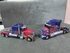 20190115134805 (imranbecks) Tags: legendary toys optimus prime lt02 mpm4 mpm transformers movie masterpiece film 2007 peterbilt 379 truck toy autobot autobots robot robots revenge fallen dark moon michael bay bayverse unique ut utr02 02 challenger western star 2014 2018 age extinction last knight 5700xe 5700 xe