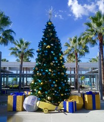 Merry Christmas to All! (49er Badger) Tags: long beach airport klgb christmas tree presents longbeach