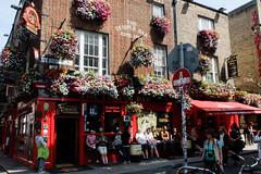 The Temple Bar, Dublin. (ho_hokus) Tags: 2017 dublin fujifilmx20 ireland templebar bar drinking flowers hangingbaskets pub street streetscene
