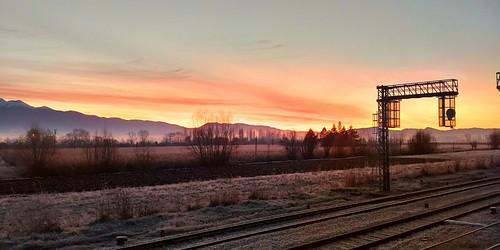 Sunrise sunrise,  Between the tracks!