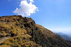 towards Tunganath (arnabchat) Tags: india uttarakhand himalaya himalayas garhwal garhwalhimalayas hills mountains sky clouds mountainrange tunganath chopta pilgrimage trekking trek sunny sunshine arnabchat 2018