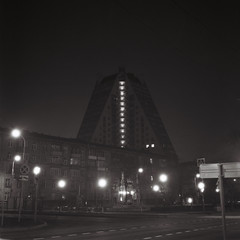 R1-09667-0005-2 (ведро живых вшей) Tags: rolleiflex 621 ilforddelta3200 oldstandard moscow cityscape night ziggurat noir