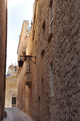 Narrow (DameBoudicca) Tags: malta malte マルタ mdina street gata rue strase strada 道 みち narrowstreet oldstreet oldhouse oldbuilding oldhouses oldbuildings