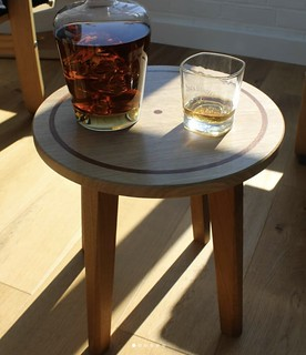 Side table / Whiskey table