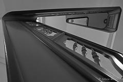 Meine Treppe hat drei Ecken (Sockenhummel) Tags: badsegeberg treppe treppenhaus staircase stairway stairwell stairs stufen dreieck dreieckig architektur steps fuji xt10 schwarzweis blackwhite monochrom architecture escaliers geländer treppengeländer