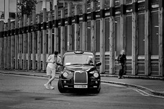 Hallo Taxi (heinzkren) Tags: schwarzweis blackandwhite bw sw monochrome candid urban car cab men lines london gb uk street streetphotography city handy phone call panasonic lumix black ltitx4 auto taxi traffic driver taxidriver innamoramento