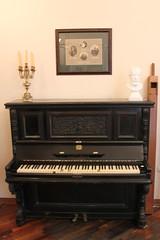 Пианино, принадлежавшее преподавателю Саратовской консерватории Леопольду Ростроповичу, отцу Мстислава Ростроповича