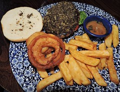 Haggis and ground beef burger with onion rings, lettuce, tomato; side of chips, gravy (Will S.) Tags: mypics countinghouse pub thecountinghouse glasgow scotland unitedkingdom burger haggis onionrings chips fries