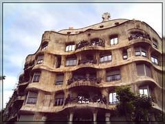 Spain - Casa Milà (Solista*) Tags: travel spain casamila barcelona building antonigaudí gaudi street architecture