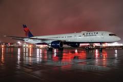 N666DN DELTA 757-232 at KCLE (GeorgeM757) Tags: delta n666dn 757232 nba sportscharter nightairplane aircraft aviation airplane airport boeing kcle clevelandhopkins ramp rain georgem757