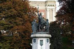 Madrid (hans pohl) Tags: espagne madrid arbres trees monuments art sculptures