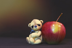 button does not like apples (rockinmonique) Tags: button tinybear teddybear apple lowkey light red yellow fruit moniquewphotography canon canont6s tamron tamron45mm copyright 2019 monique w photography
