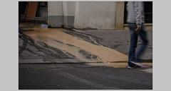 Couleur ruisseau (afantelin) Tags: paris9ème iledefrance coulure rue trottoir passant orangé lavage nettoyage
