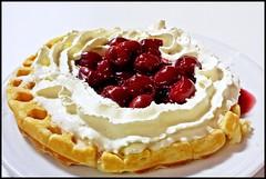 Mulheim - Aktienstraße (abudulla.saheem) Tags: cherries kirschen cream sahne waffle waffel johanniskirchengemeinde aktienstrase mülheim ruhrpott ruhrarea ruhrgebiet nrw germany deutschland samsung galaxy s4 abudullasaheem