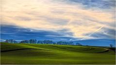 Der Schandfleck (linke64) Tags: thüringen deutschland germany grün natur landschaft himmel hügel herbst wolken feld bäume baum rahmen